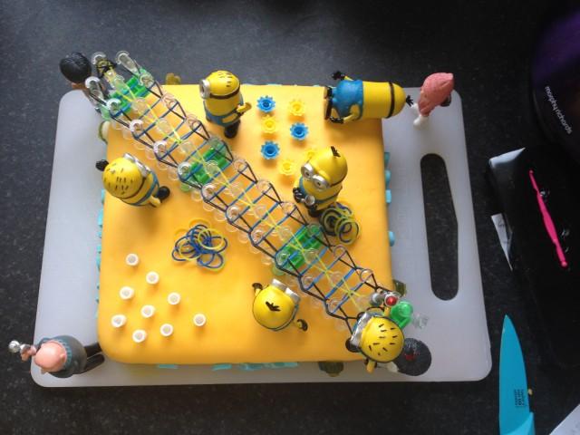 minion loom cake